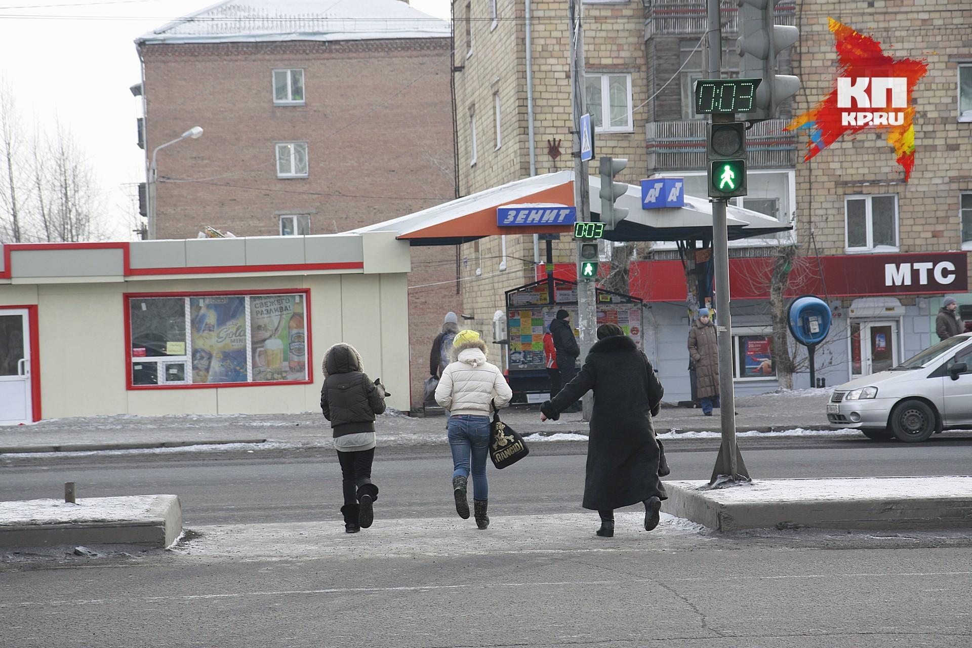 Иностранная машина сбила 2-х молодых людей на«зебре» вКрасноярске
