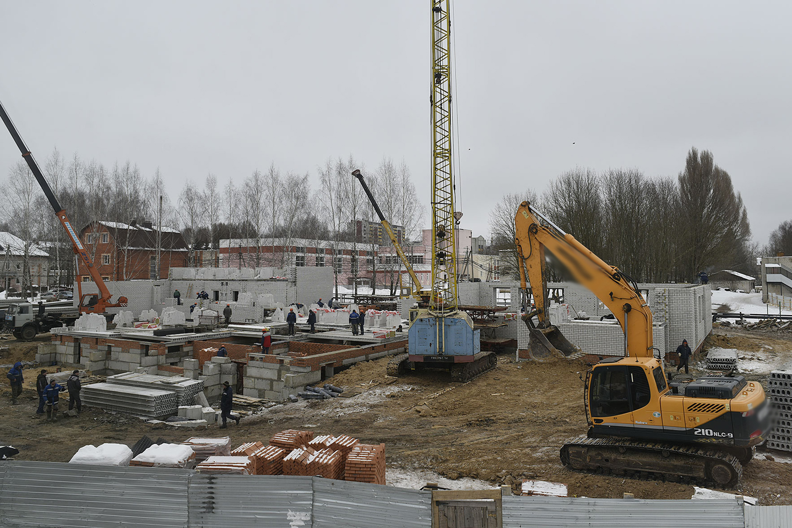 Пристройка кСнежской гимназии будет сдана кконцу мая