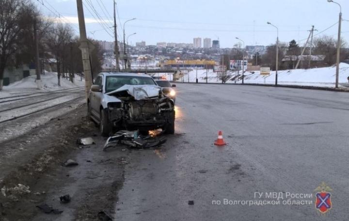 ВВорошиловском районе вседорожный автомобиль врезался вгородской автобус