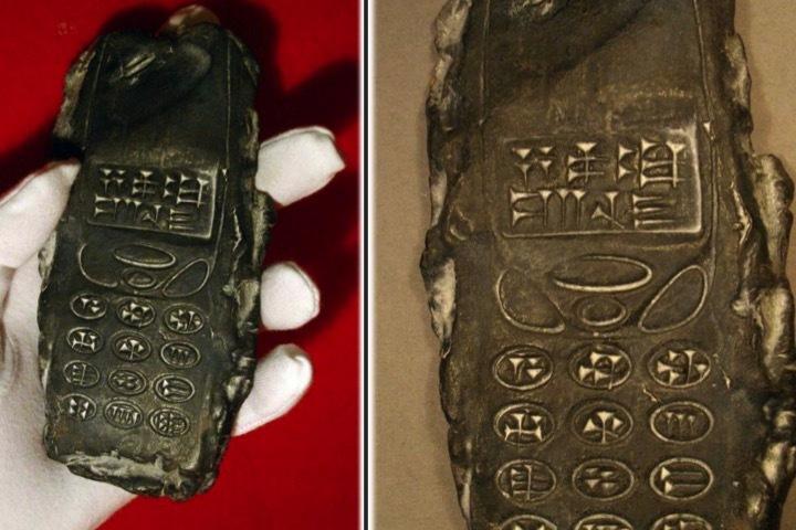 Древний мобильник с надписями клинописью по-шумерски