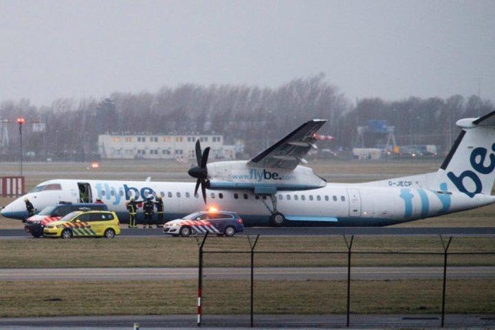 Усамолета сломалось шасси при приземлении ваэропорту Амстердама