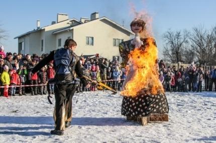 ВВолгоградской области сжигать чучела Масленицы будут под присмотром спасателей