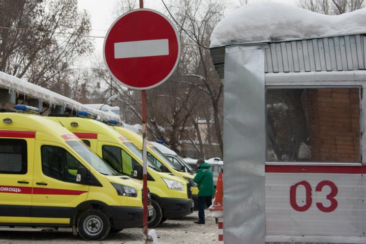 Под Саратовом пьяная пациентка ранила шариковой ручкой мед. сотрудника скорой
