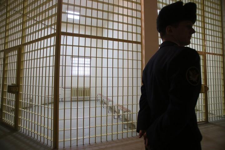 СМИ озвучили фамилию питерского сотрудника ФСИН, подозреваемого впокушении наубийство