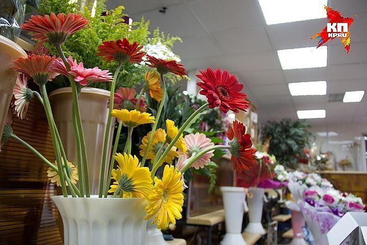 Неизвестный заминировал цветочный магазин на8марта вПетербурге
