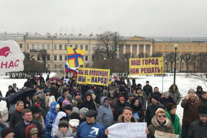В северной столице народные избранники выступили заотмену закона омитингах