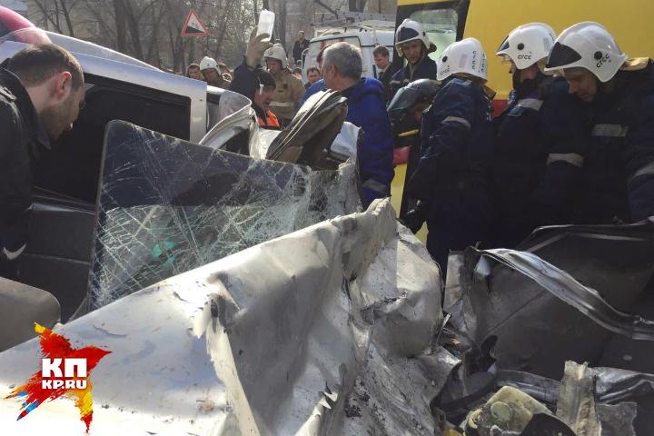 НаКумысной поляне автобус врезался в легковую машину. Есть пострадавшие