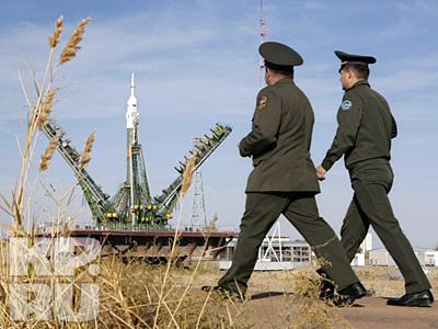 10 октября в 5:00 мск из монтажно-испытательного корпуса площадки № 112 состоялся вывоз ракеты космического назначения «Союз». Затем по железной дороге ракета была доставлена на площадку № 1 космодрома Байконур и установлена на пусковую установку № 5. Старт корабля «Союз ТМА-13» намечен на 12 октября в 11 часов 01 минуту по московскому времени
