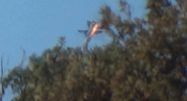 В Сирии разбился и российский военный самолет. Выяснилось позже, что воздушное судно сбил истребитель ВВС Турции. Фото: REUTERS