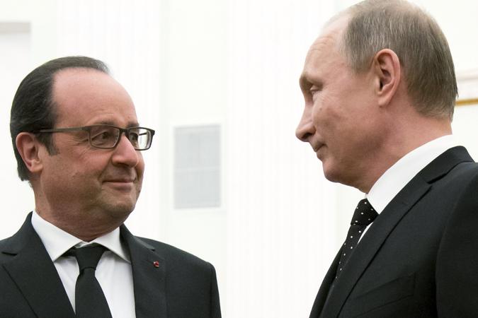 Главное - бить по источникам финансирования ИГИЛ, в первую очередь по нефти, согласились Путин и Олланд Фото: REUTERS
