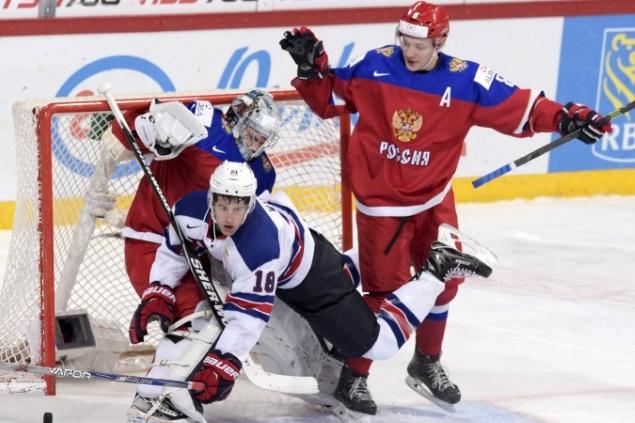 А иногда в ворота сборной России влетали и даже сами игроки сборной США. Фото: REUTERS