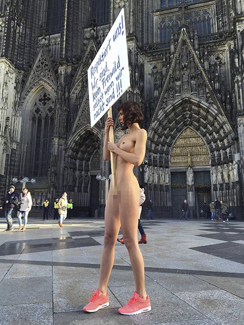 33-летняя активистка протестовала против насилия со стороны мигрантов. Фото: GLOBAL LOOK PRESS