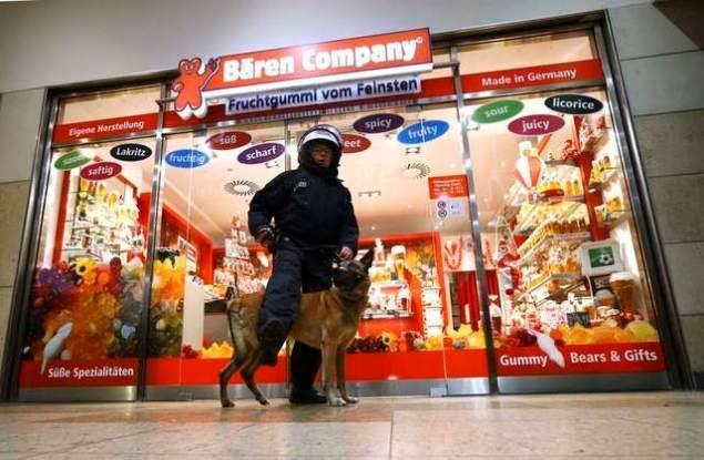 На время протестных акций возле вокзала были закрыты все магазины Фото: REUTERS