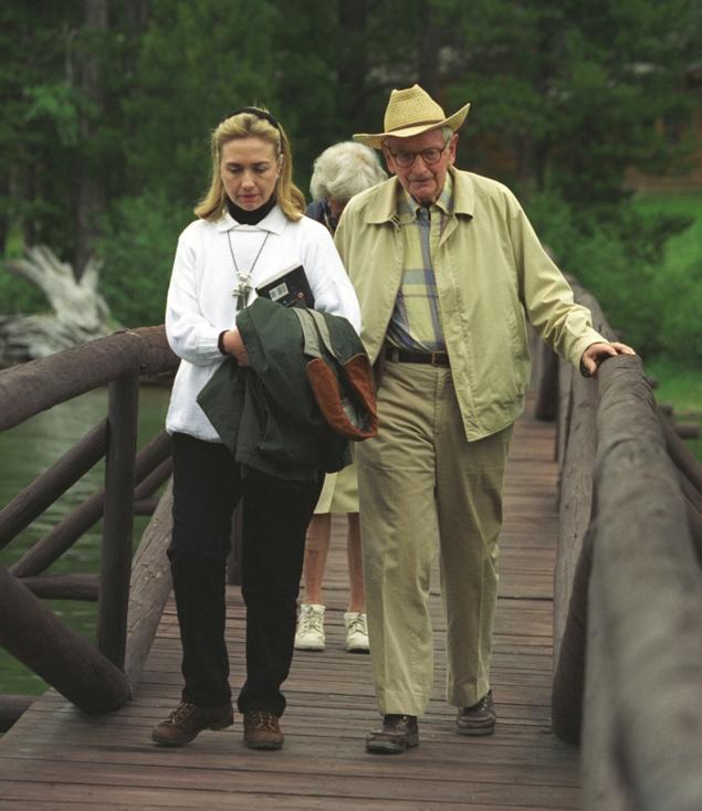 Хиллари с миллиардером Лоуренсом Рокфеллером, озабоченным инопланетянами.