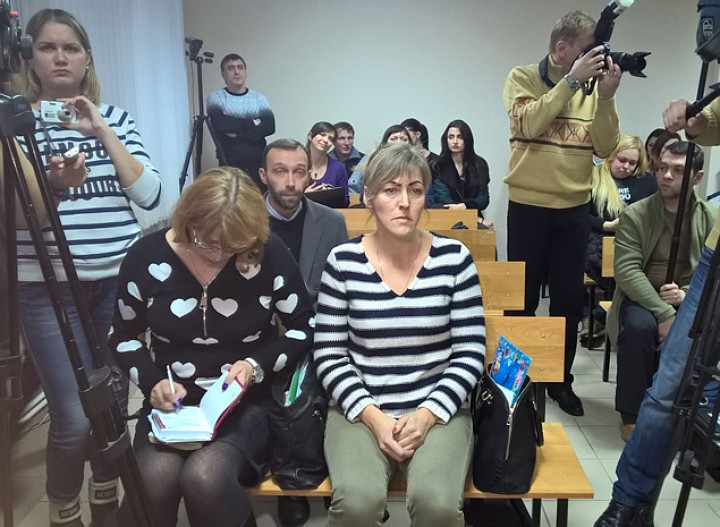 На заседание пришла вдова погибшего пациента Фото: Евгения ГРЕБЕНИК