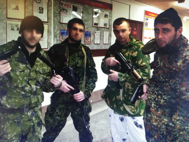 Заур Дадаев всегда держал оружие в правой руке