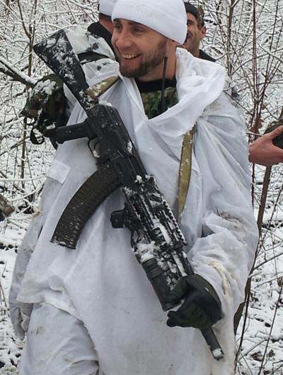 Заур Дадаев по время спецоперации в горах Чеченской республики (автомат на правой стороне)