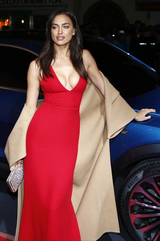Ира приехала на прием в роскошном алом платье. Фото: EAST NEWS.