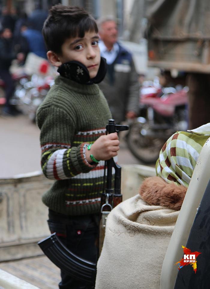 Почти четыре года они находились в жесткой осаде боевиков Фронта аль-Нусра Фото: Александр КОЦ, Дмитрий СТЕШИН