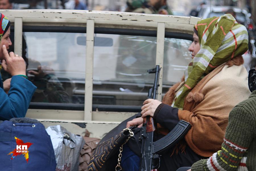 Когда 3,5 года назад исламисты подошли вплотную к Нубелю и Аз-Захре, местные жители не стали убегать Фото: Александр КОЦ, Дмитрий СТЕШИН