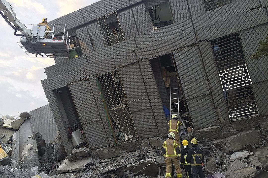 На Тайване число жертв землетрясения возросло до 108 человек Фото: REUTERS