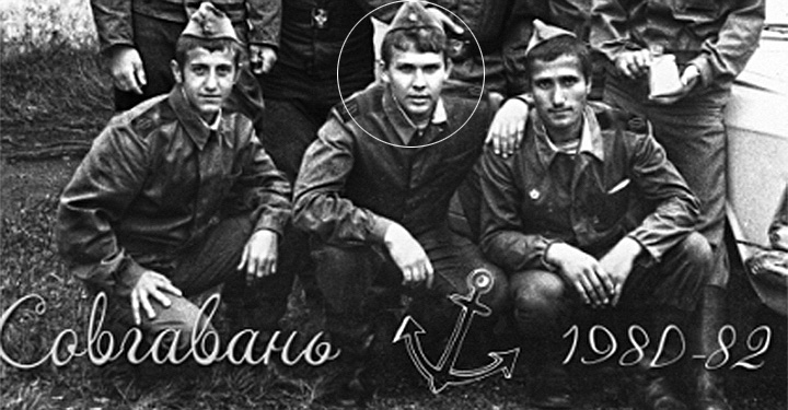 Михаил Мень проходил срочную службу в подразделениях «Дальвоенморстроя» Тихоокеанского флота, во Владивостоке и Советской Гавани.