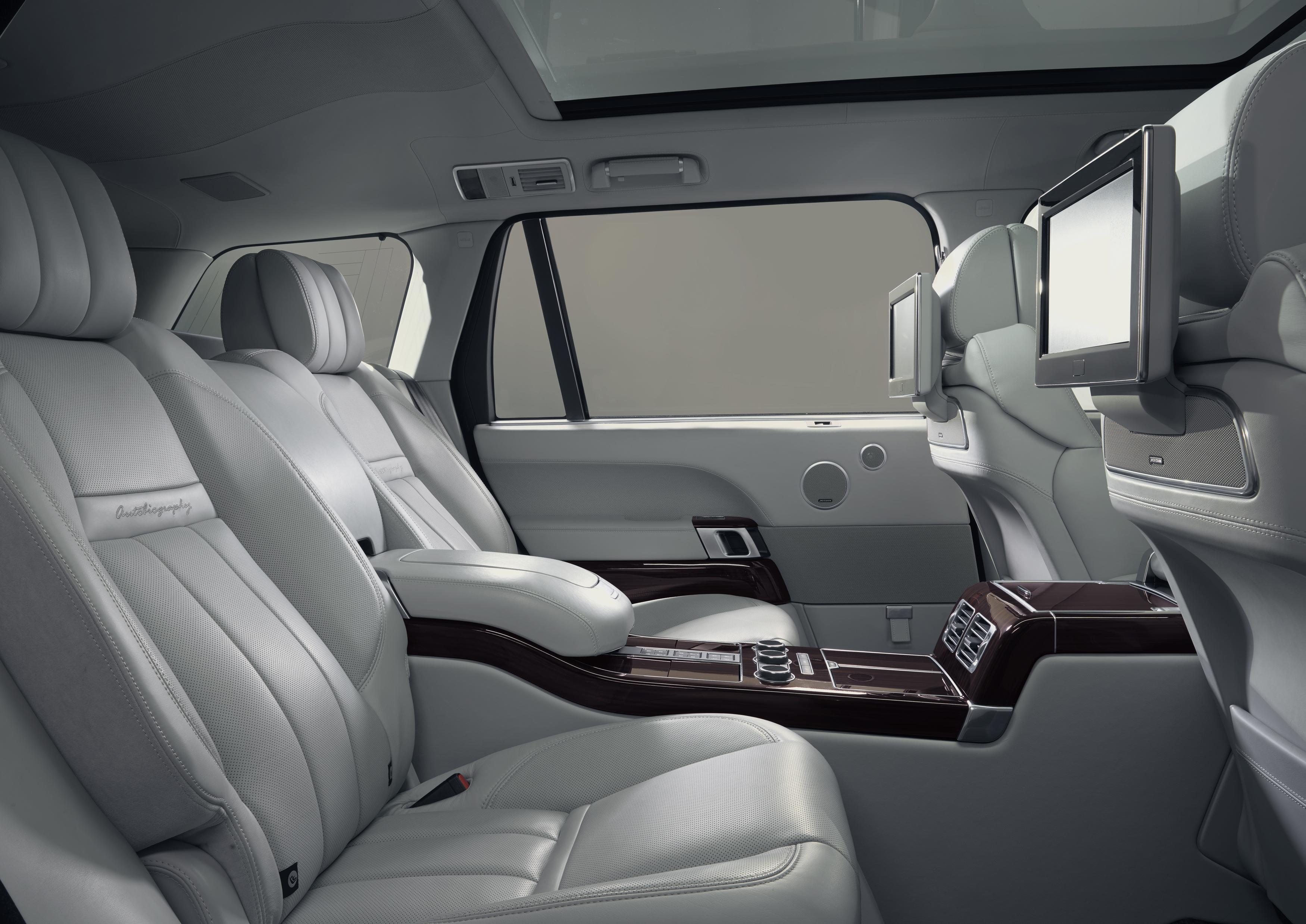 Практически каждый десятый руководитель рассказал, что более 25% своей рабочей недели проводит в автомобиле.  Фото: Land Rover
