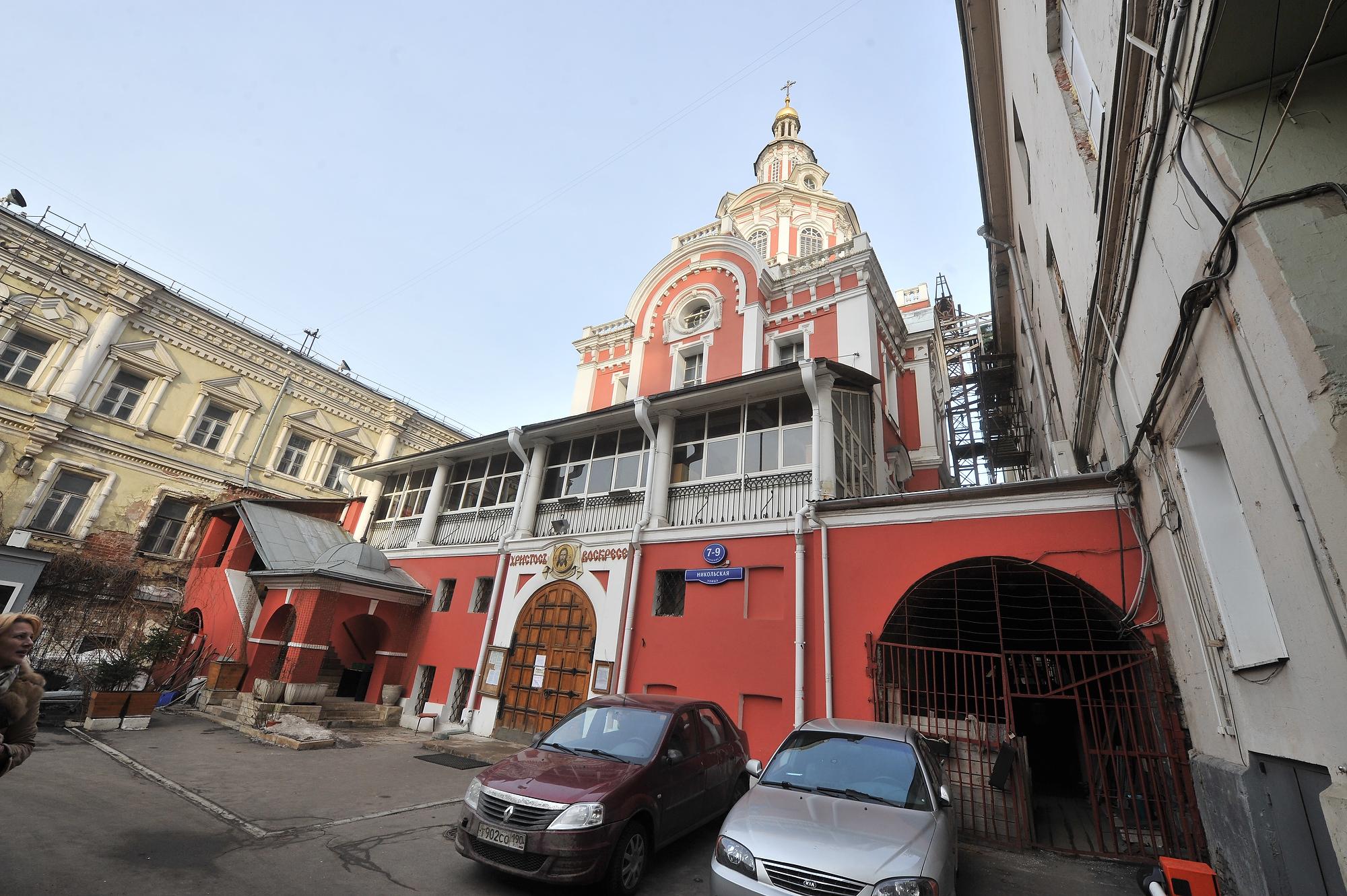 Этот собор Спаса Нерукотворного Образа - действующий, во дворике монастыря вы его увидите. Фото: Михаил ФРОЛОВ