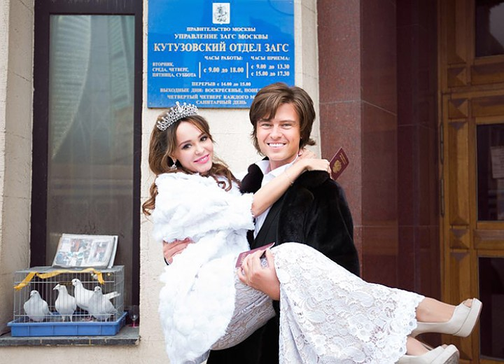 Прохор Шаляпин отправился в ЗАГС с актрисой Анной Калашниковой. Фото Виктора Маслова