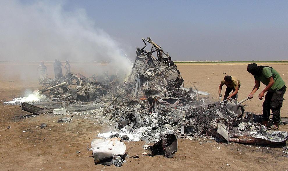 Сейчас члены комиссии, отправленной с базы Хмеймим комнадованием группировки ВКС РФ в Сирии, расследуюют характер повреждений Фото: EASTNEWS/AFP