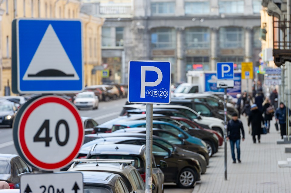 Эксперты отмечают, что автопарк в городе растет, а вот мер по решению транспортных проблем принимается недостаточно. Фото: Олег ЗОЛОТО