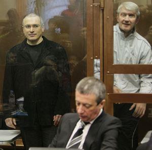 Несмотря на все усилия адвокатов, Ходорковского и Лебедева признали виновными в хищении миллиардов долларов.