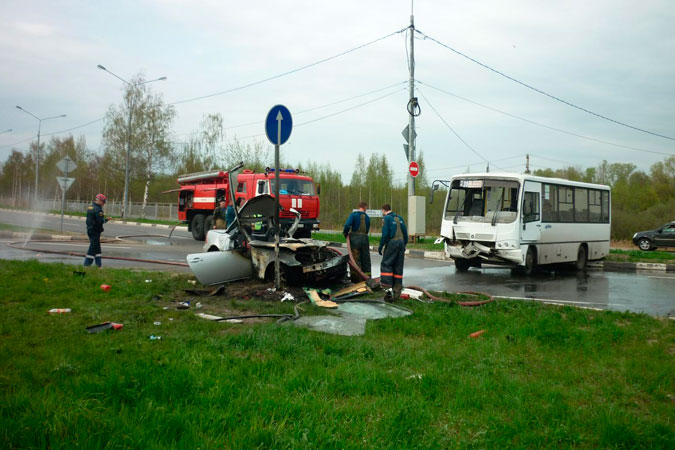 Около 15 часов девушка, приблизившись к перекрестку, не уступила дорогу встречному транспорту.