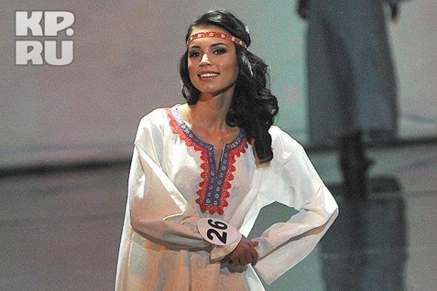 Элина в национальном костюме. Фото: Владимир ВЕЛЕНГУРИН