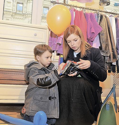 Некоторые считают эти произведения БГ самыми удачными. На фото - его дочь Алиса и внук Алексей. Фото: Евгения ГУСЕВА