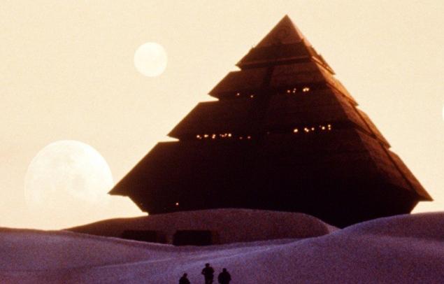 """В фантастическом фильме """"Звездные врата"""" пирамида была космическим кораблем пришельцев."""