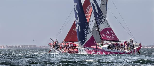 Одиннадцать девушек на розовой яхте попробуют доказать, что в океане они не хуже мужчин. Фото: Ainoa Sanchez/Volvo Ocean Race