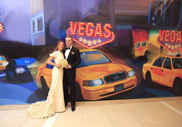 Певица вышла замуж за музыканта, с которым встречалась десять лет