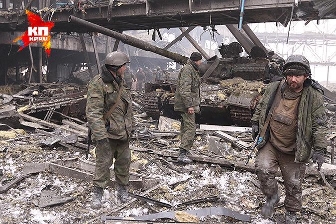 Ополченцы на развалинах Донецкого аэропорта, бои за который шли многие месяцы. Фото: Александр КОЦ, Дмитрий СТЕШИН
