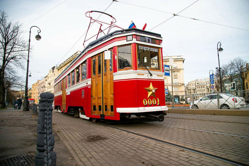 «Первый туристический» трамвай Петербурга возвращается на маршрут