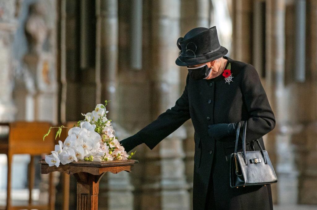 Королева Елизавета II не собирается отрекаться от престола до самой смерти