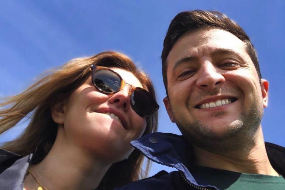 Пишет сценарии в «Квартале 95» и дает мужу в долг: жена Владимира Зеленского зарабатывает миллионы