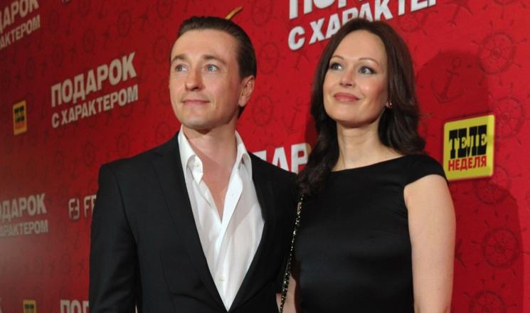Сергей Безруков раскрыл правду, как страдал в бездетном браке с женой Ириной