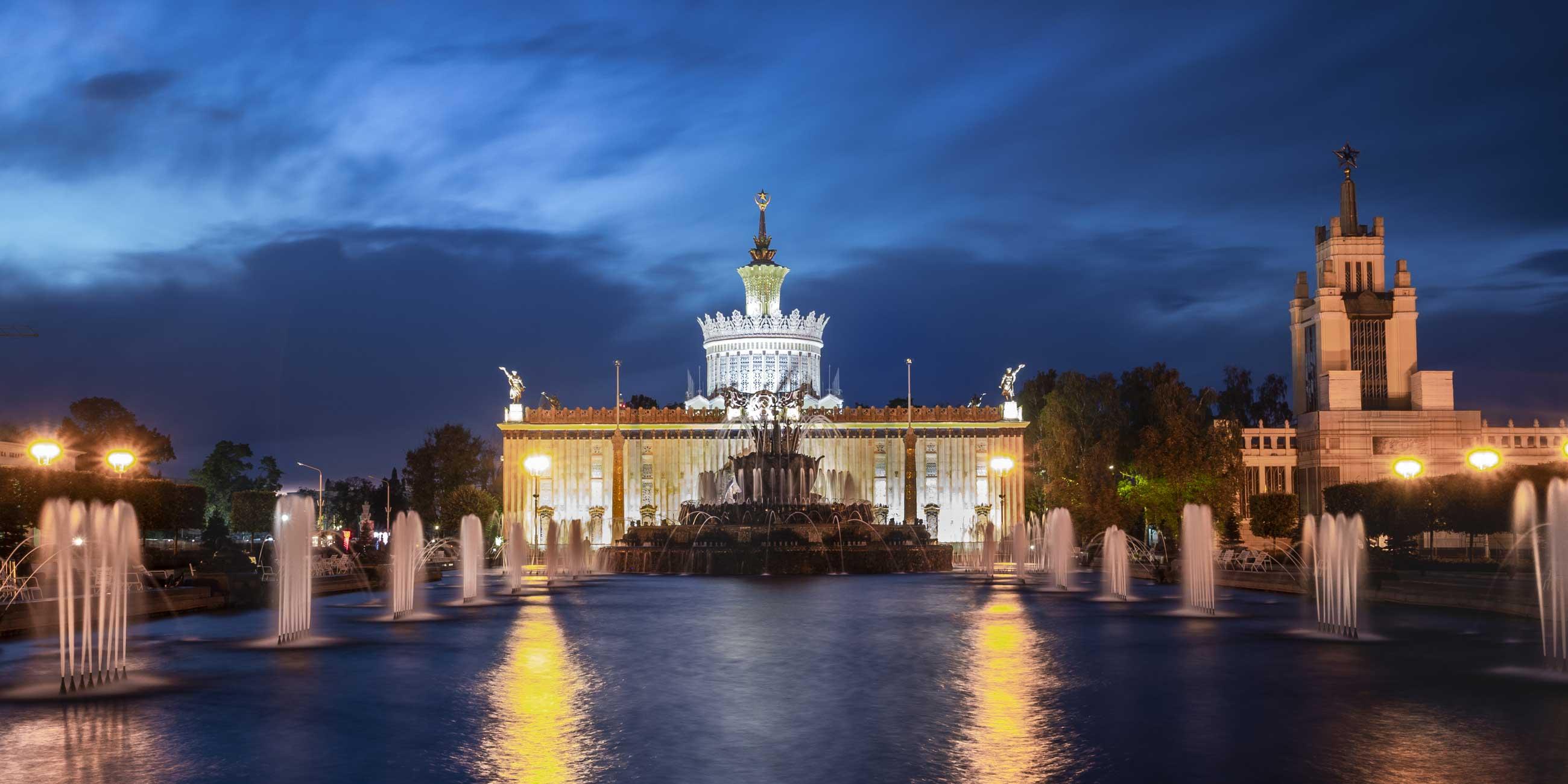 Один из символов ВДНХ - фонтан