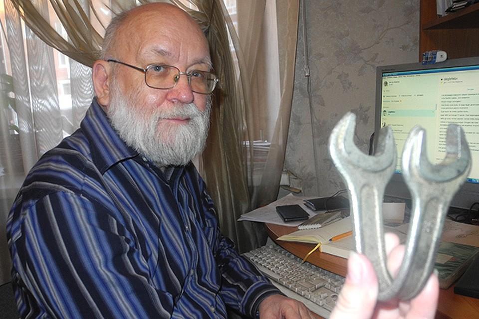 Виктор Фефелов - биограф полтергейста в Светлом. Вел с ним долгие беседы, записал километры пленки. На фото: ключ, согнутый неведомой силой в квартире Кисляковых.