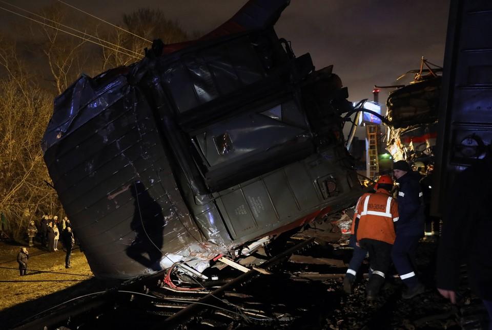 Пассажирский поезд и электричка столкнулись на западе Москвы. Фото: Михаил Почуев/ТАСС