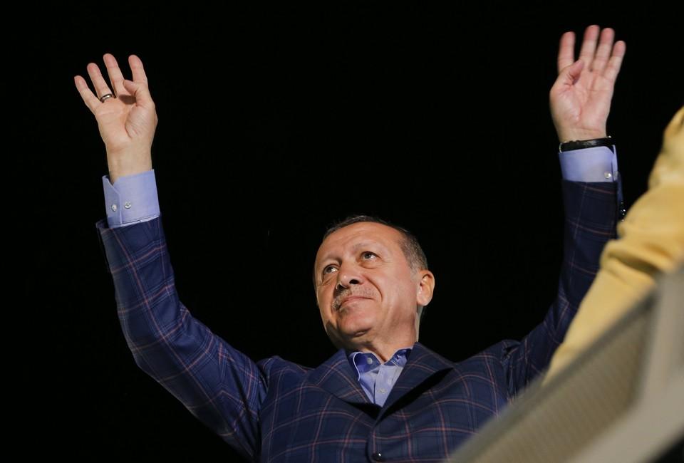 Предварительные итоги референдума о превращении нашего южного соседа в президентскую республику говорят о том, что в турецком обществе - гигантский раскол