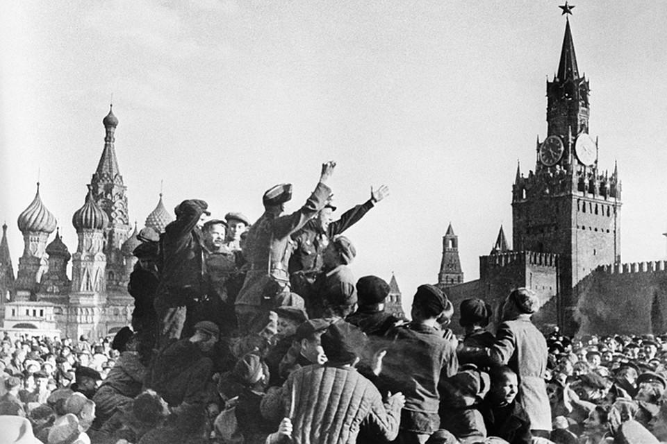 Москва. 9 мая 1945 года. Праздник Победы на Красной площади.