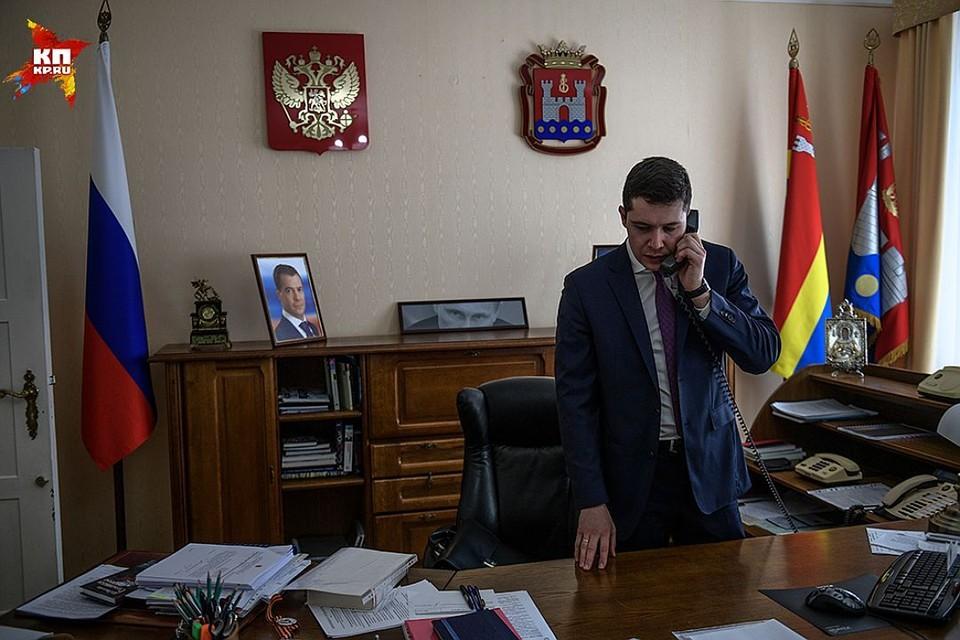 Вообще-то губернатор из Алиханова пока временный - с приставкой «врио». Да, Путин назначил, но это еще должен народ подтвердить осенью на выборах.