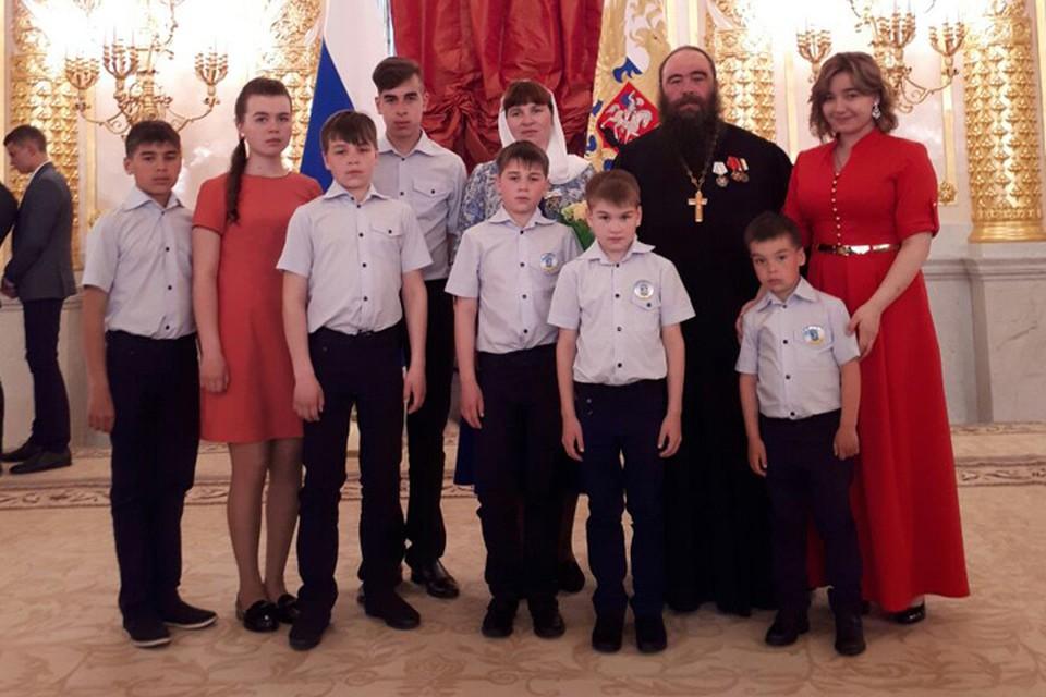 В семье Седуновых 10 детей, на награждение в Москву приехали 8. Фото: личный архив семьи Седуновых.